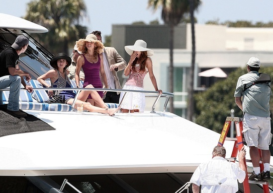 Cast-on-the-set-of-90210-90210-7269591-549-389