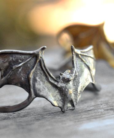 Bat-cuff-0a