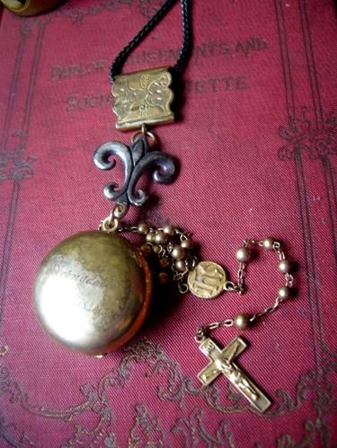Missrussellbookcrucifix