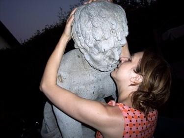 Kissstatue_1